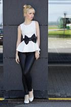 white Boohoo top - black New Yorker leggings