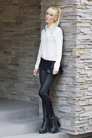 black boots boots - black Boohoo leggings - white Boohoo blouse