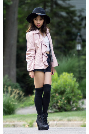black high waisted PacSun shorts