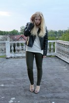 dark green Vero Moda leggings - eggshell second hand heels - eggshell Mango t-sh