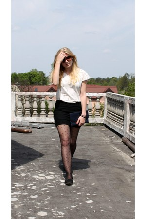 navy second hand bag - off white Mango t-shirt - black second hand skirt