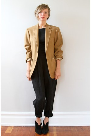 camel Vintage from Oma Vintage blazer - black vintage pants - black Nine West bo
