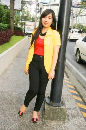 bubble gum shoes Parisian flats - yellow blouse - red intimate