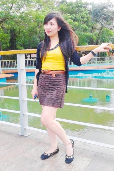yellow top - brown skirt - bronze belt - black flats