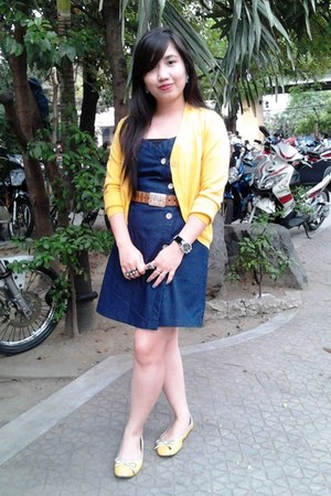 navy denim Kamiseta dress - light yellow shoes Tomato flats