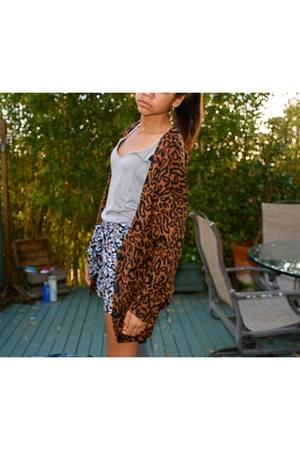 Forever 21 shorts - Nasty Gal cardigan - Urban Outfitters top