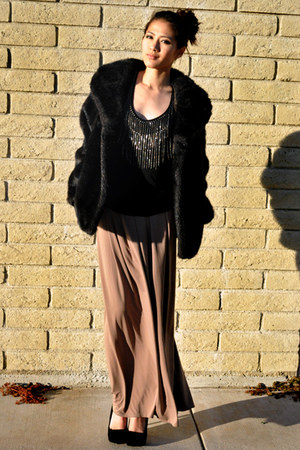 faux fur vintage coat - velvet pumps unknown brand shoes - f21 shirt