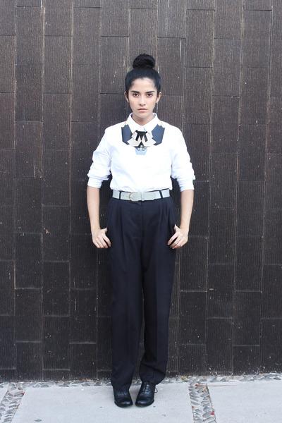 black vinyl DIY necklace - white cotton Ferrioni shirt