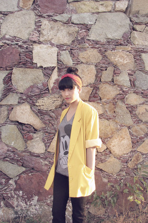 yellow blazer - black Levis jeans - heather gray Zara t-shirt - red accessories