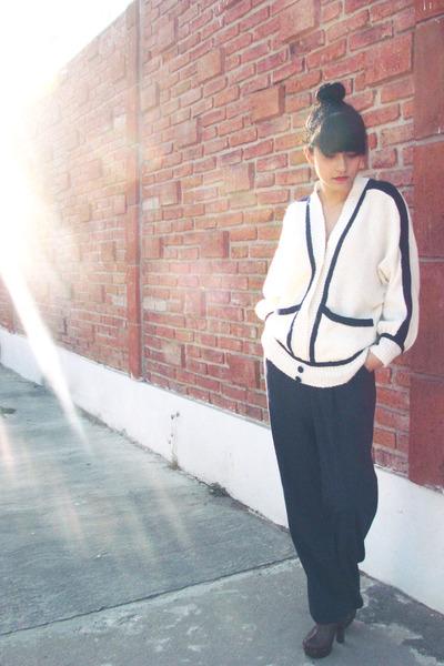 white vintage sweater - navy vintage pants - dark brown clogs