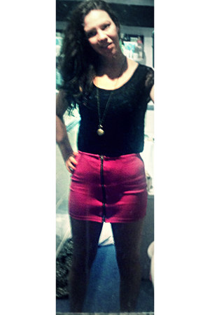hot pink zip down middle hot pink skirt - black crop black lace top