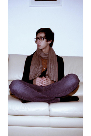 Ray Ban glasses - Zara scarf - H&M t-shirt - Zara vest - Zara jeans