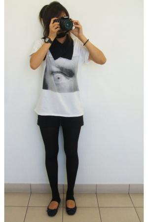 2  t-shirt - scarf