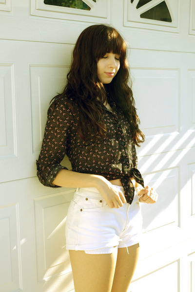 black Urban Outfitters blouse - white Levis shorts