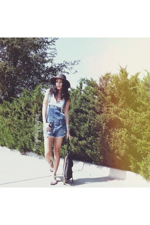 vintage orvis hat - Gap top - white Zadig & Voltaire sandals