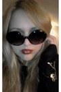 Mango-sunglasses-longsleeved-vintage-blouse