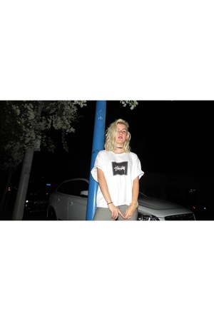 white graphic tee Stussy shirt - white Adidas sneakers