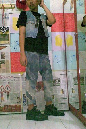 t-shirt - jeans - boots - jeans - sunglasses