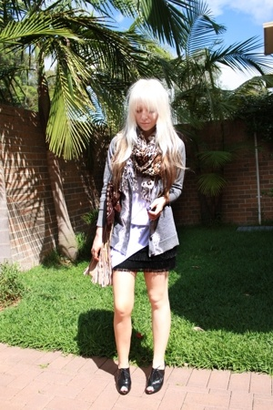 black fringe SUPRÉ shirt - white LAB shirt - beige Sportsgirl bag