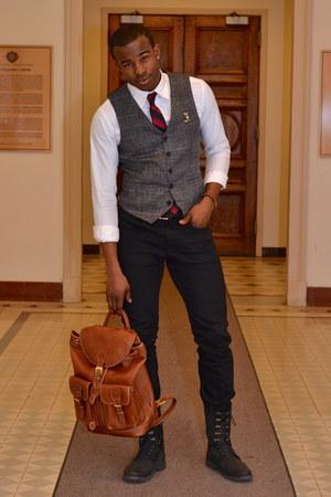 gray tweed le chateau vest - black leather j shoes boots - black Levis jeans