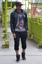 Urban street style: Snapbacks and high tops