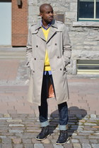 tan trench coat vintage coat - gray Sperrys boots