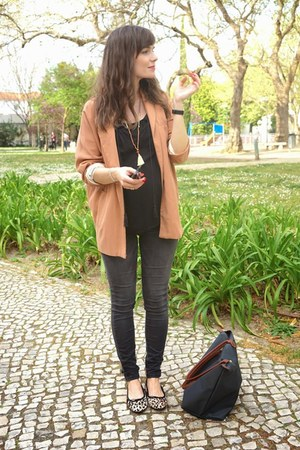 black H&M jeans - eggshell Bimba & Lola shoes - peach Zara jacket