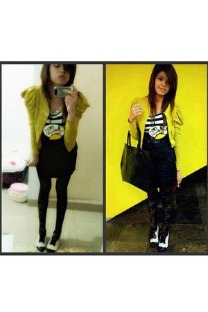yellow Magnolia blazer - black Gaudi leggings - yellow Gaudi necklace - black de