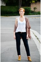 name plate Gage Huntley necklace - ankle boots - skinny jeans - tank top