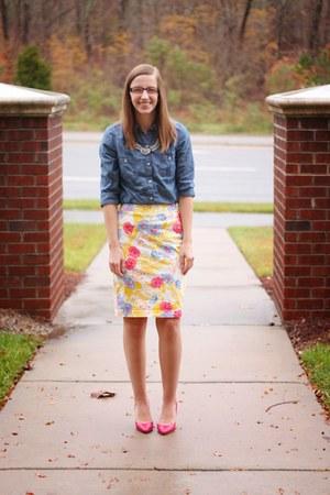 floral print Old Navy skirt - chambray Old Navy shirt - pink kohls heels