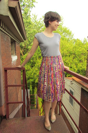 magenta vintage skirt - heather gray Geren Ford top - beige Vince Camuto flats