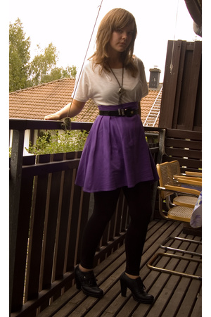 Indiska t-shirt - homemade skirt - Din Sko shoes - mums old belt