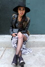 Black-boots-restricted-shoes-black-wool-jigsaw-london-hat