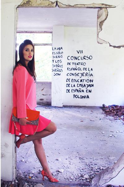 hot pink pleated skirt H&M skirt - carrot orange clutch DKNY bag