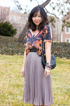 carrot orange butterfly crop top - black bag - heather gray pleated midi skirt