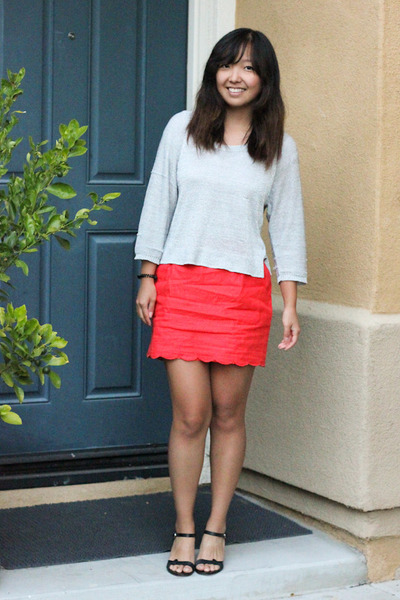 carrot orange scallop hem skirt - silver metallic sweater