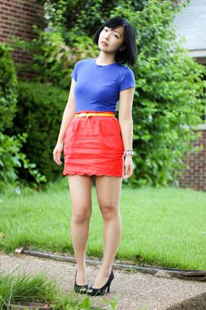 carrot orange scallop hem skirt - yellow belt - blue top - black heels