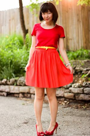 yellow skirt - carrot orange pleated midi belt - red t-shirt