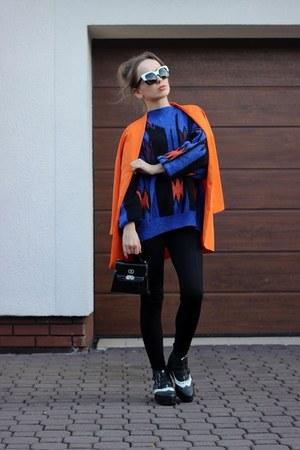 carrot orange Mohito coat - navy second hand sweater - black Zara leggings