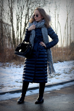 navy Ochnik coat - black gino rossi boots - black Zara bag