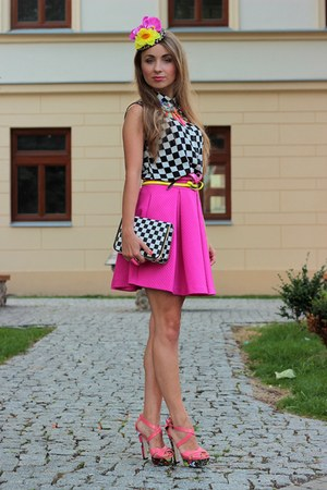 black reserved shirt - hot pink Mohito skirt