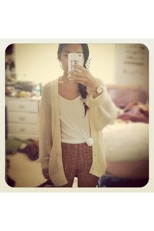 knit Roxy cardigan - high-waisted shorts - gold watch