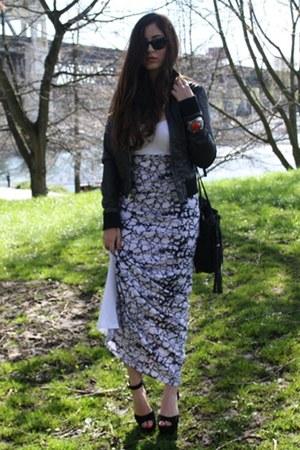 black Steve Madden heels - white marble print Sugarlips dress