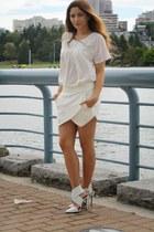 white Club Monaco t-shirt