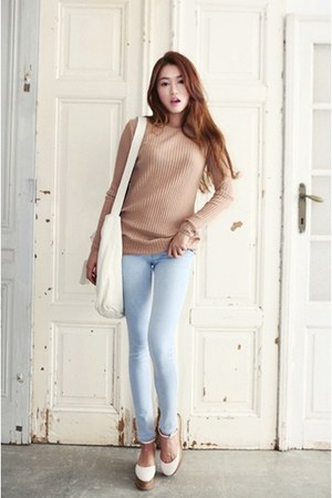 tan sweater - off white shoes - light blue jeans - ivory bag