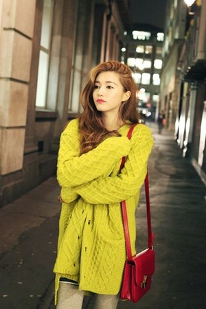 yellow cardigan - red bag