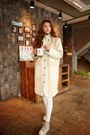 Tan-shoes-eggshell-coat-ivory-pants