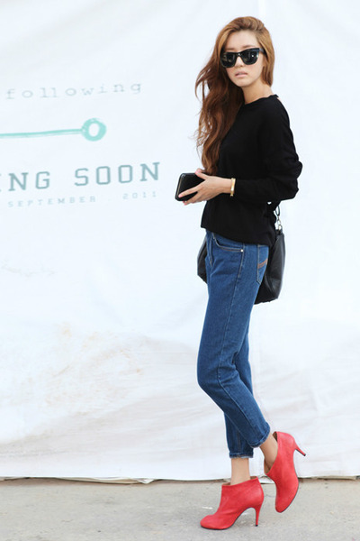 red Zi-Pie boots - navy Levis jeans - black Ray Ban sunglasses