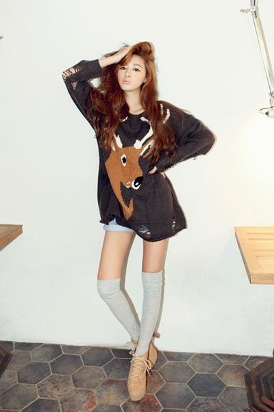 dark gray Stylenanda sweater - nude nanda girl boots