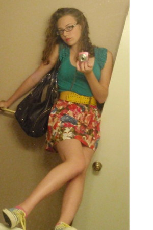 x-appeal sneakers - floral print Forever 21 skirt